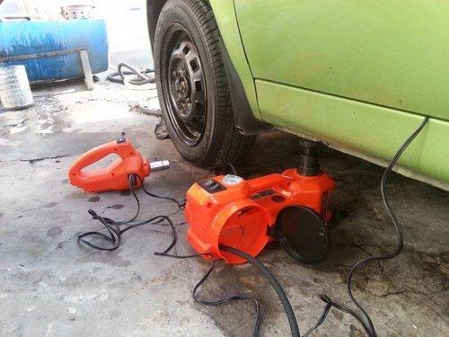 Bộ dụng cụ thay lốp xe ô tô đa năng 3 in 1