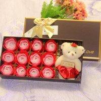 Hoa Hồng Sáp Thơm 12 Bông Kèm Gấu Đơn Sắc - Món quà tinh tế dành tặng phái đẹp
