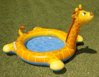 Bể bơi phao hươu cao cổ có vòi phun mưa INTEX